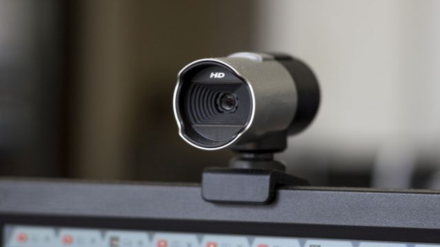 Clip-on-Webcam auf einem Computer-Monitor