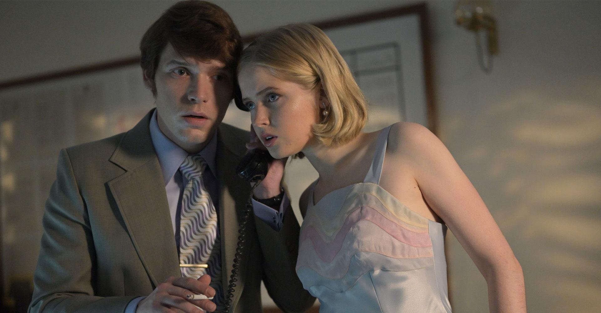 Ellie Bamber und Billy Howle in Die Schlange