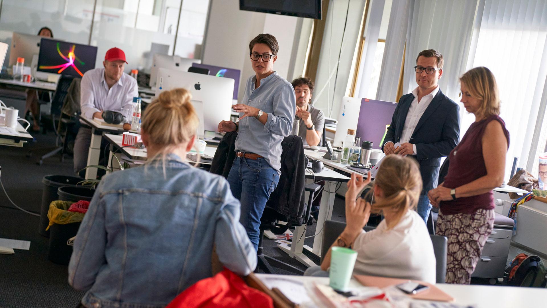 Die Bild-Redaktion bei einer Konferenz