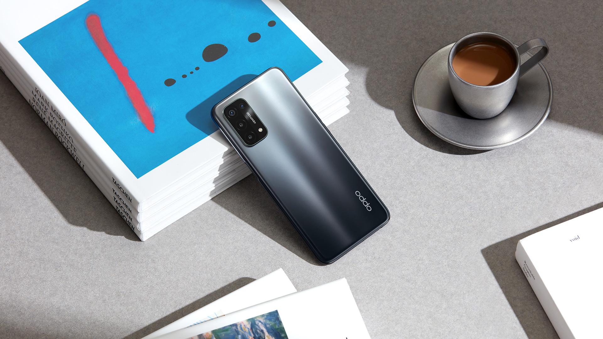 Das neue Oppo A54 5G in Fluid Black.