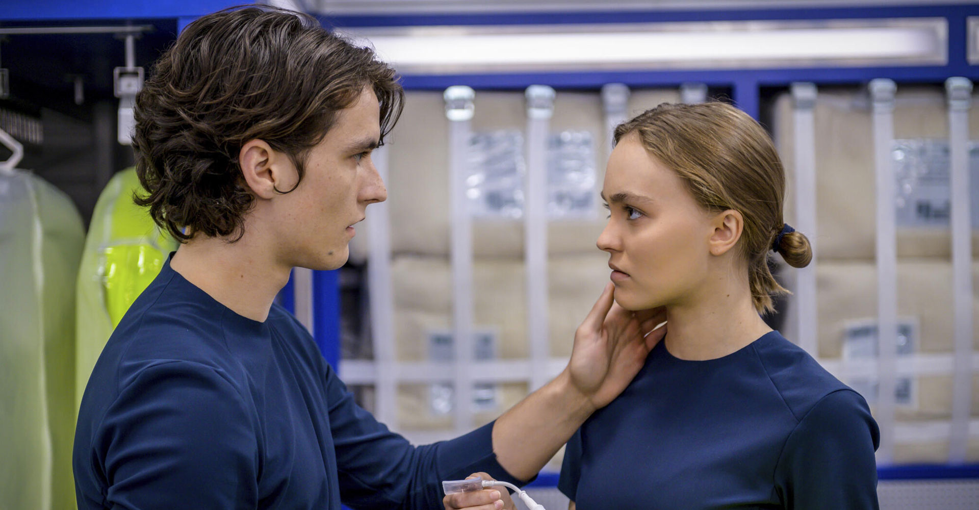 Fionn Whitehead und Lily-Rose Depp in Voyagers