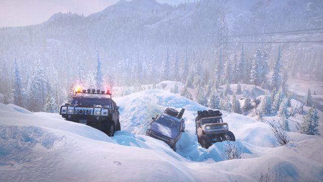 Drei Geländewagen fahren einen verschneiten Berg in SnowRunner hinauf.