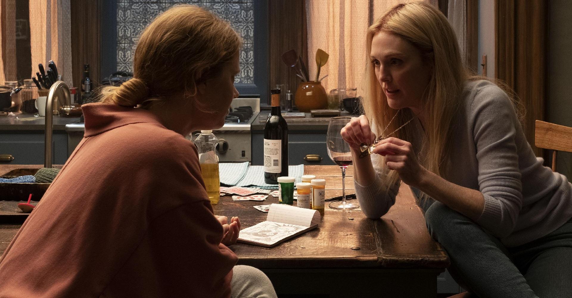 Amy Adams und Julianne Moore in The Woman in the Window