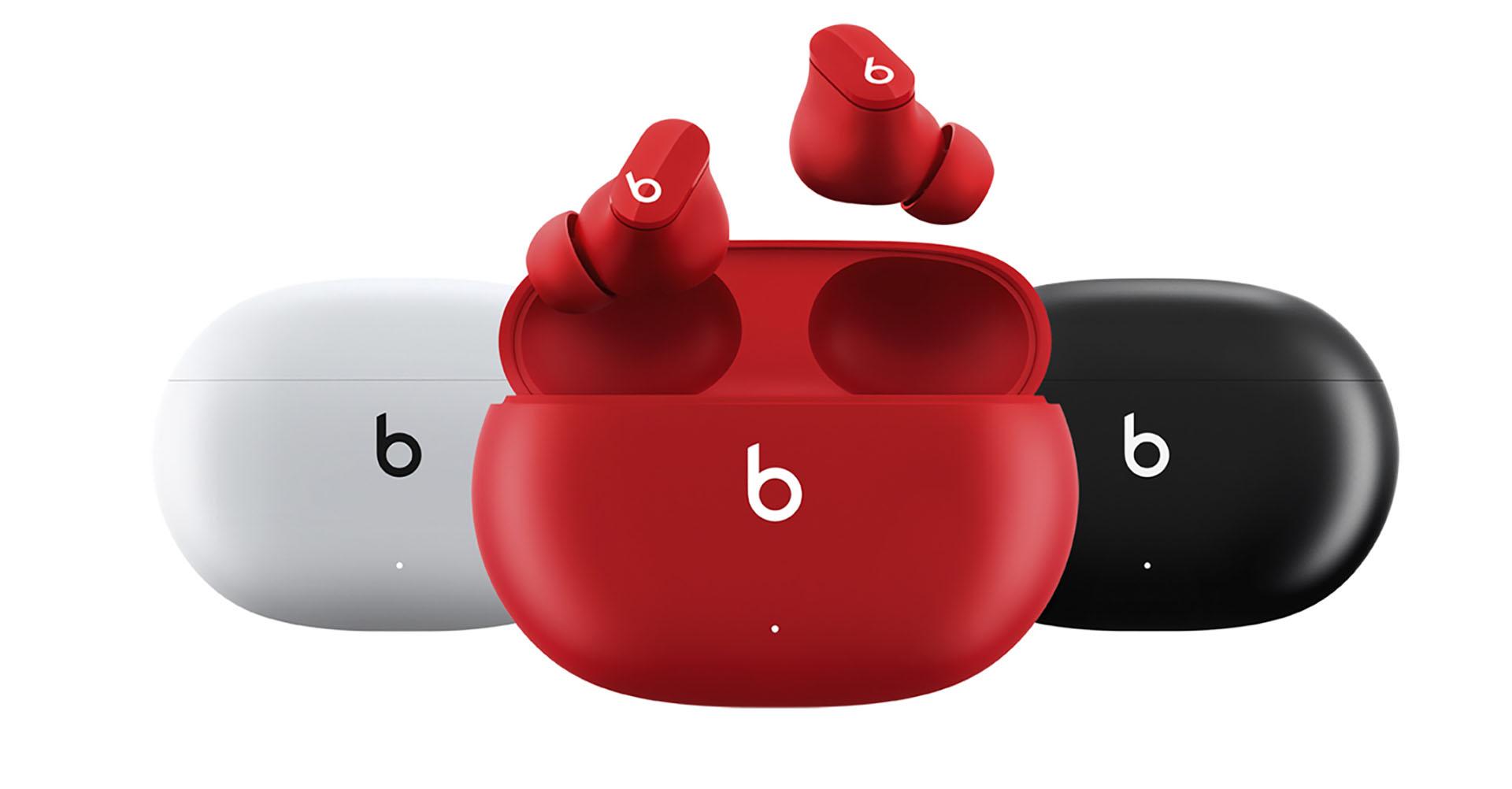 Die Beats Studio Buds in den Farben Weiß, Rot und Schwarz