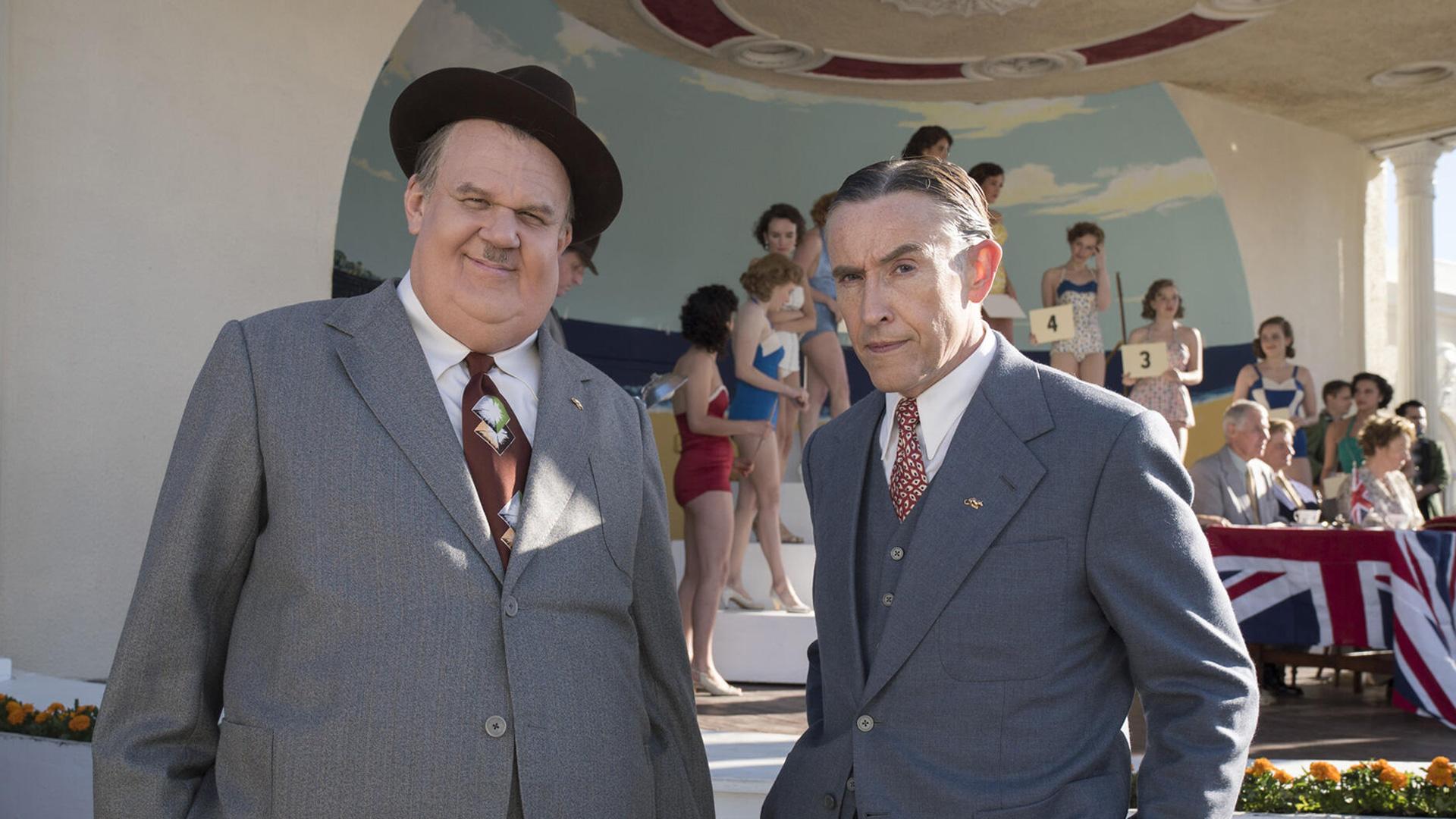 Das Komiker-Duo Stan (Steve Coogan) und Ollie (John C. Reilly) schauen in die Kamera