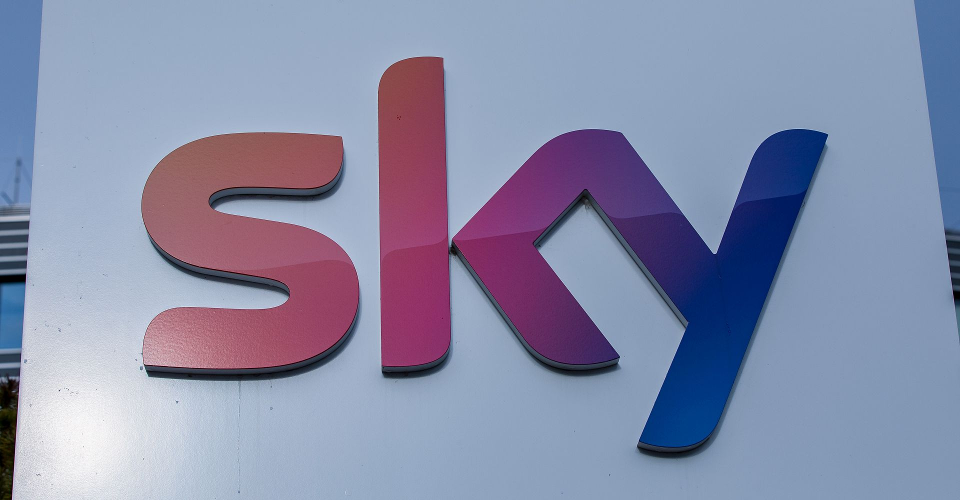 Sky-Logo im Medienpark München-Unterföhring.