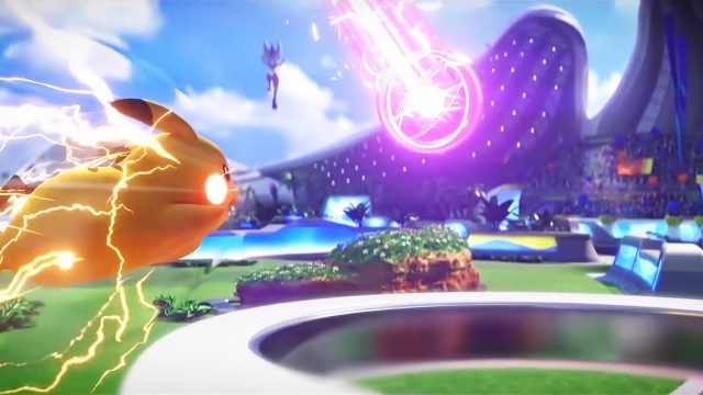 Pikachu wehrt einen Treffer von Liberlo in Pokémon Unite ab