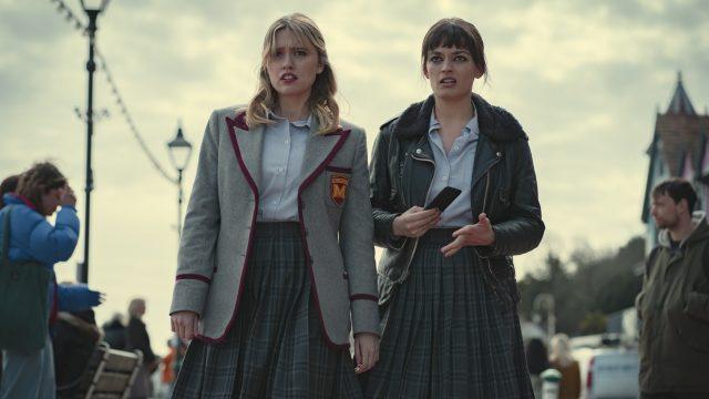 Aimee und Maeve in der Netflix-Serie Sex Education Staffel 3