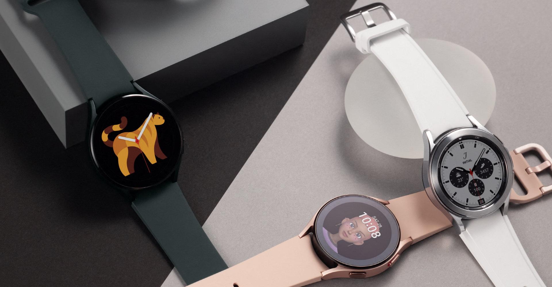 Samsung Galaxy Watch4 liegend in drei Farben Schwarz, Weiß und Rosa