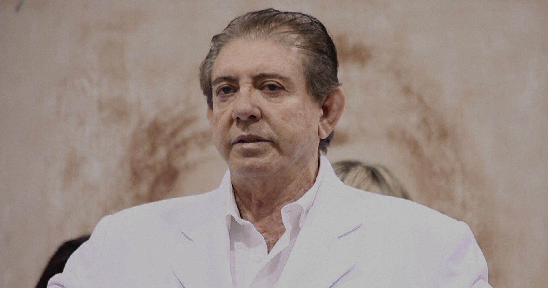 João Teixeira de Faria in Der göttliche João: Die Verbrechen eines Geistheilers