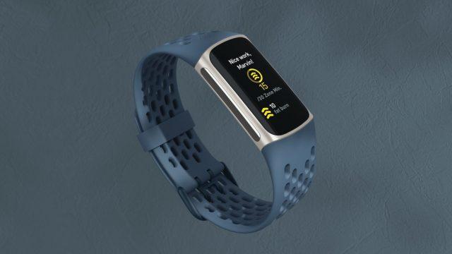 Die Fitbit Charge 5 in der Farbe Deep Sea