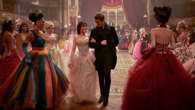 Ella und Prinz Robert auf dem Ball in Cinderella