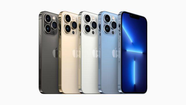 Das iPhone 13 mini und iPhone 13 in den Farben Graphit, Gold, Silber und Sierrablau.
