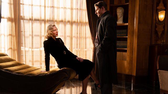 """Lilith Ritter (Cate Blanchett) und Stan Carlisle (Bradley Cooper) im Film """"Nighmare Alley""""."""