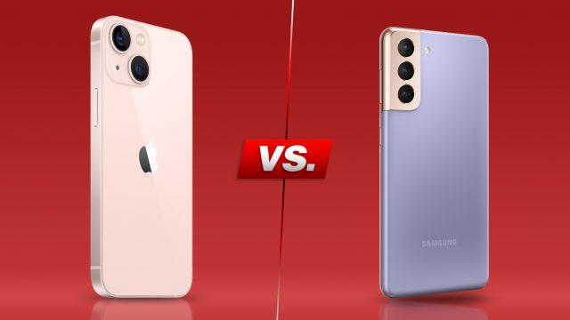 iPhone 13 und Galaxy S21 nebeneinander vor rotem Hintergrund