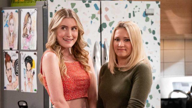 Emily Osment und Olivia Macklin in Pretty Smart