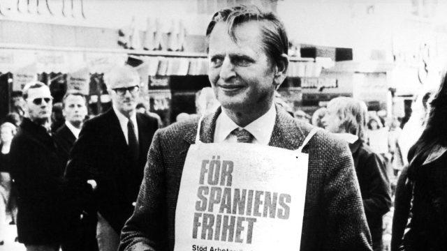 Olof Palme sammelt 1975 Spenden für Spanien