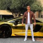"""سيارات نجوم الكرة العالمية.. """"بنتلي"""" محمد صلاح بـ6 مليون جنيه"""
