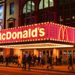 ثلاثيني يغتصب طفلة 4 سنوات داخل ماكدونالدز.. وهكذا رد!