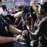 5 من مشاهير العالم يشاركون بمظاهرات جورج فلويد في أميركا