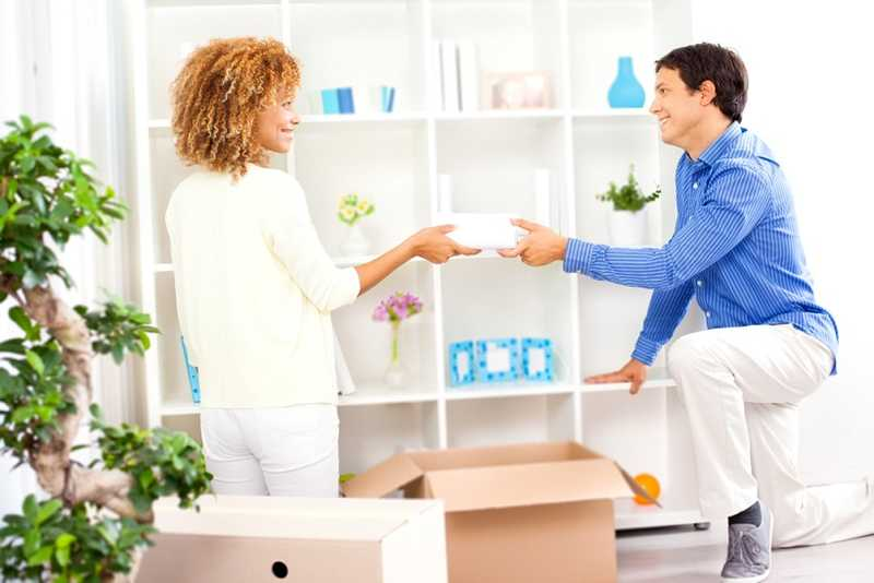 A couple is moving with the help of Self storage in Gelsenkirchen