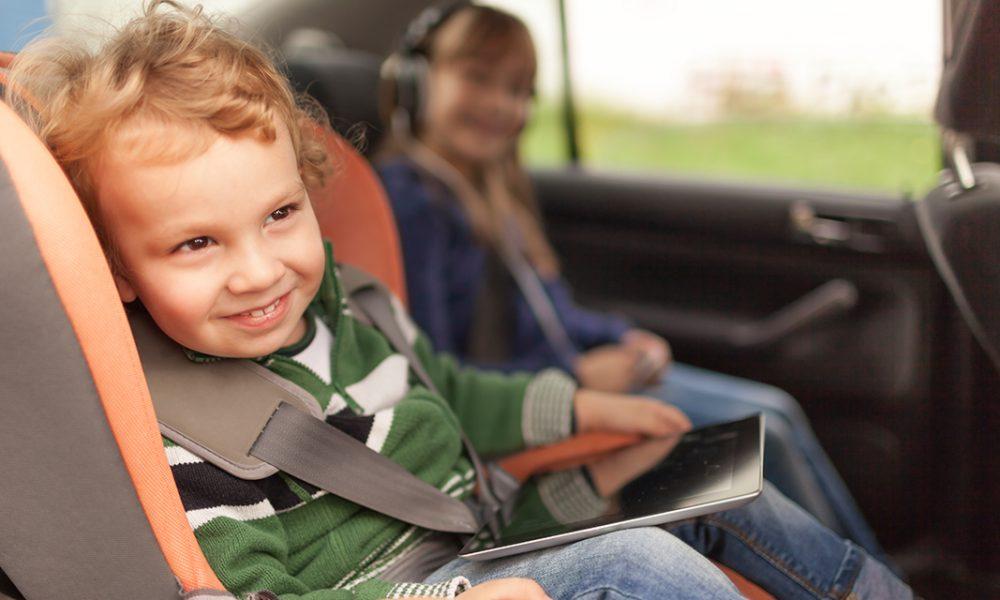 Så får du en lugn och behaglig bilresa med barnen
