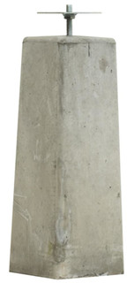 Betonpoer 15 x 18 x 50 cm, met verzinkte plaat v.z.v. gelaste bout, grijs.