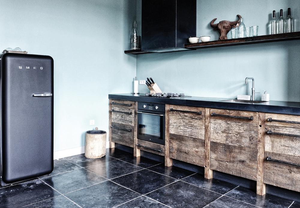 https://s3-eu-central-1.amazonaws.com/woonhome/2017/12/woonhome-Industriele-karakteristieke-keukens-hout-stoer.jpg