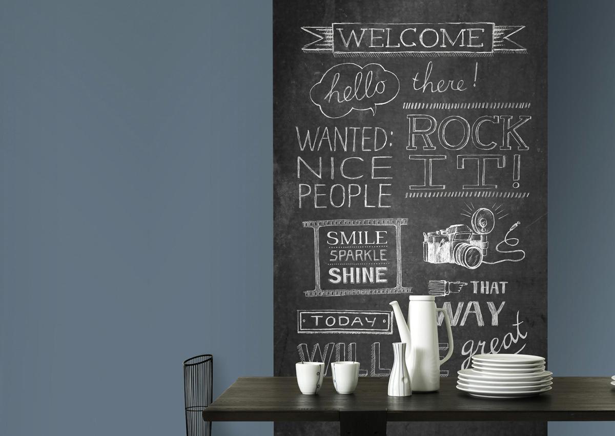 Origineel voor in de keuken of achter de eettafel. Met het fotobehang chalkboard lijkt het net alsof je een krijtbord aan de muur hebt hangen.