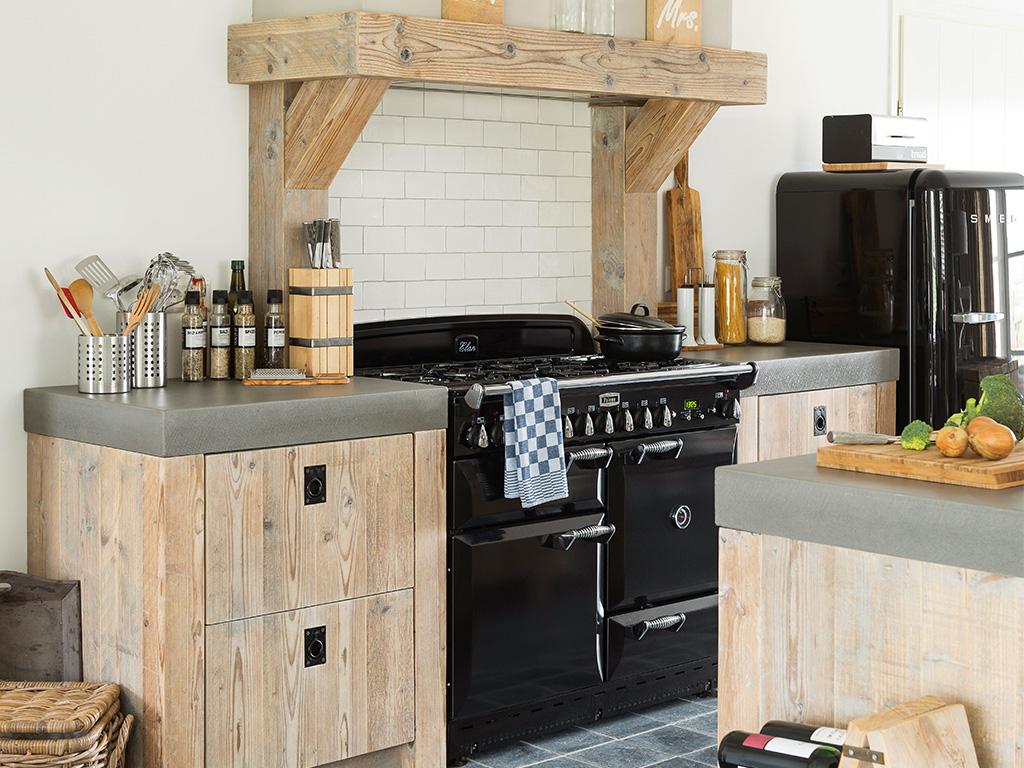 Keuken Kinderen Houten : Breng karakter in huis met stoere houten keukens en meubels