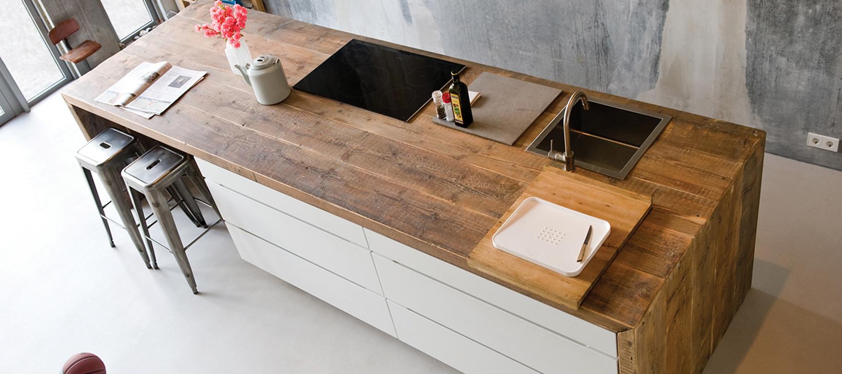 Breng karakter in huis met stoere houten keukens en meubels