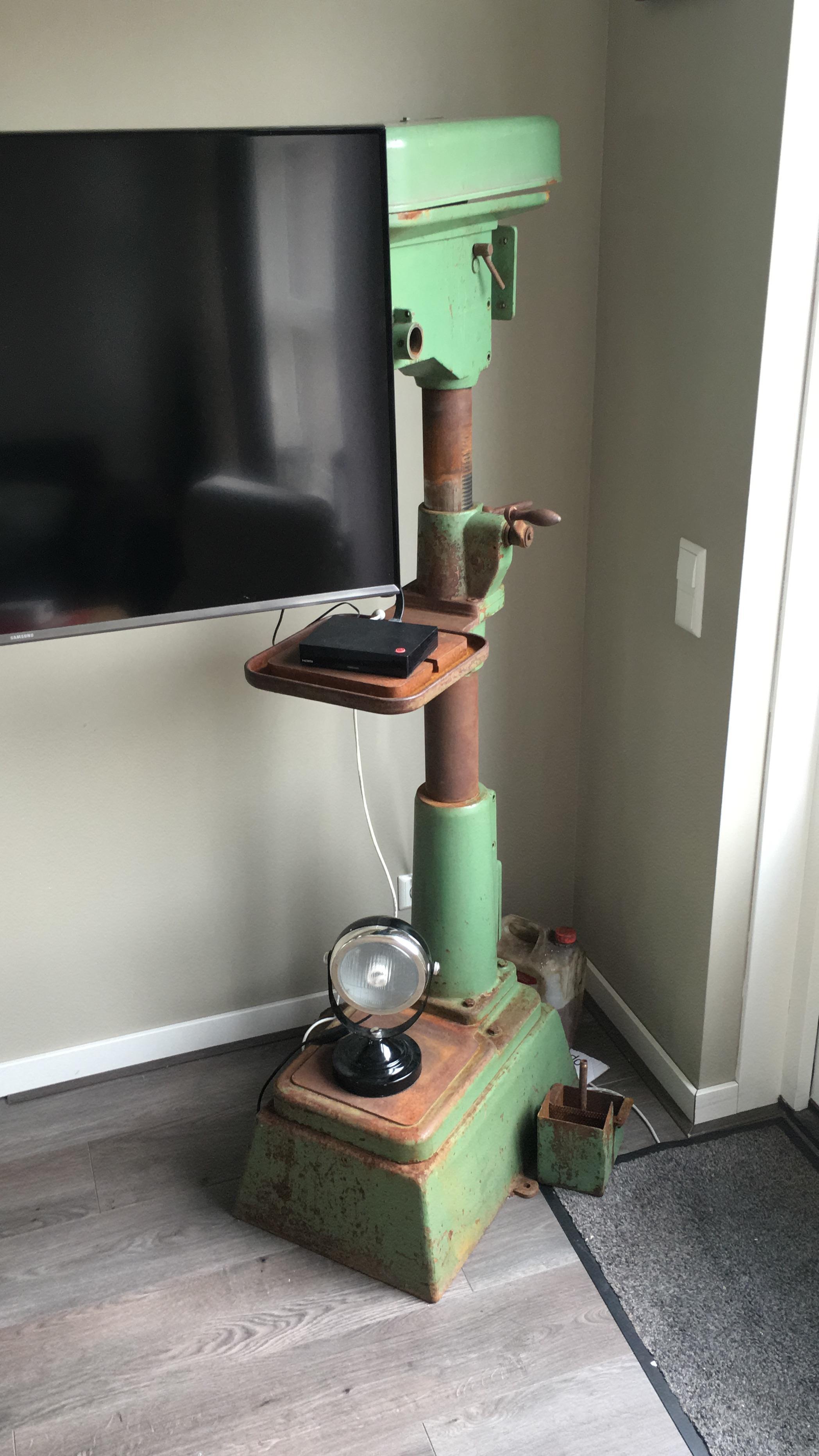 Upcycle industrëel vintage TV-meubel van oude