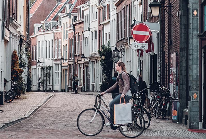 Jonge gezinnen zeggen niet snel en makkelijk gedag tegen die heerlijke kleine straatjes van de stad en zoeken vaak hun heil bij gemeentes in de buurt!