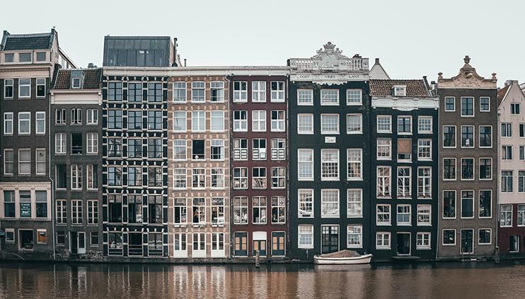De voorkeur voor een bepaalde stad, zoals Amsterdam, heeft vaak invloed op gezinnen om wel of niet te verhuizen