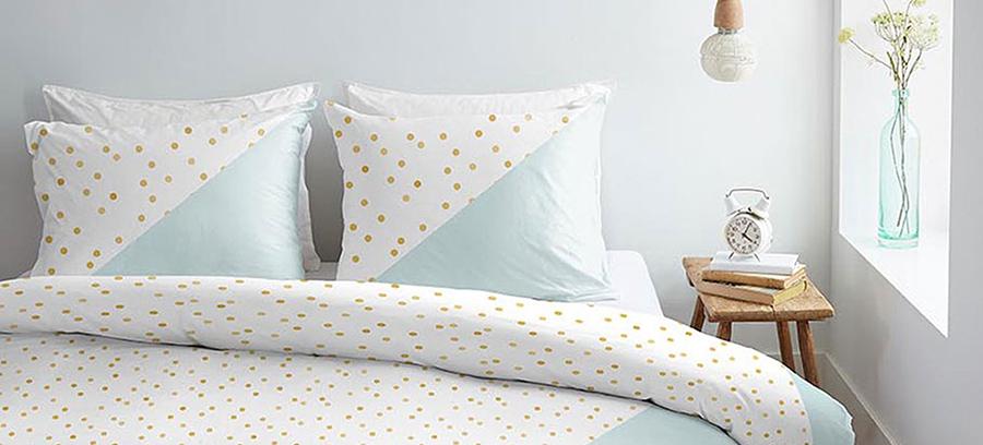 Een rustig, bolletjes of streepjes patroon; kies een dekbedovertrek bij de stijl van jouw slaapkamer.