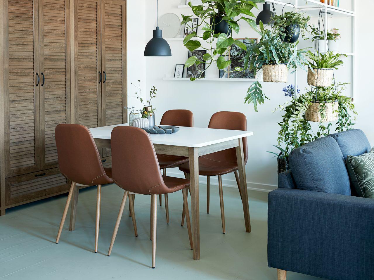 Veel planten en hout in je interieur met de woontrend 2019 Human Nature.