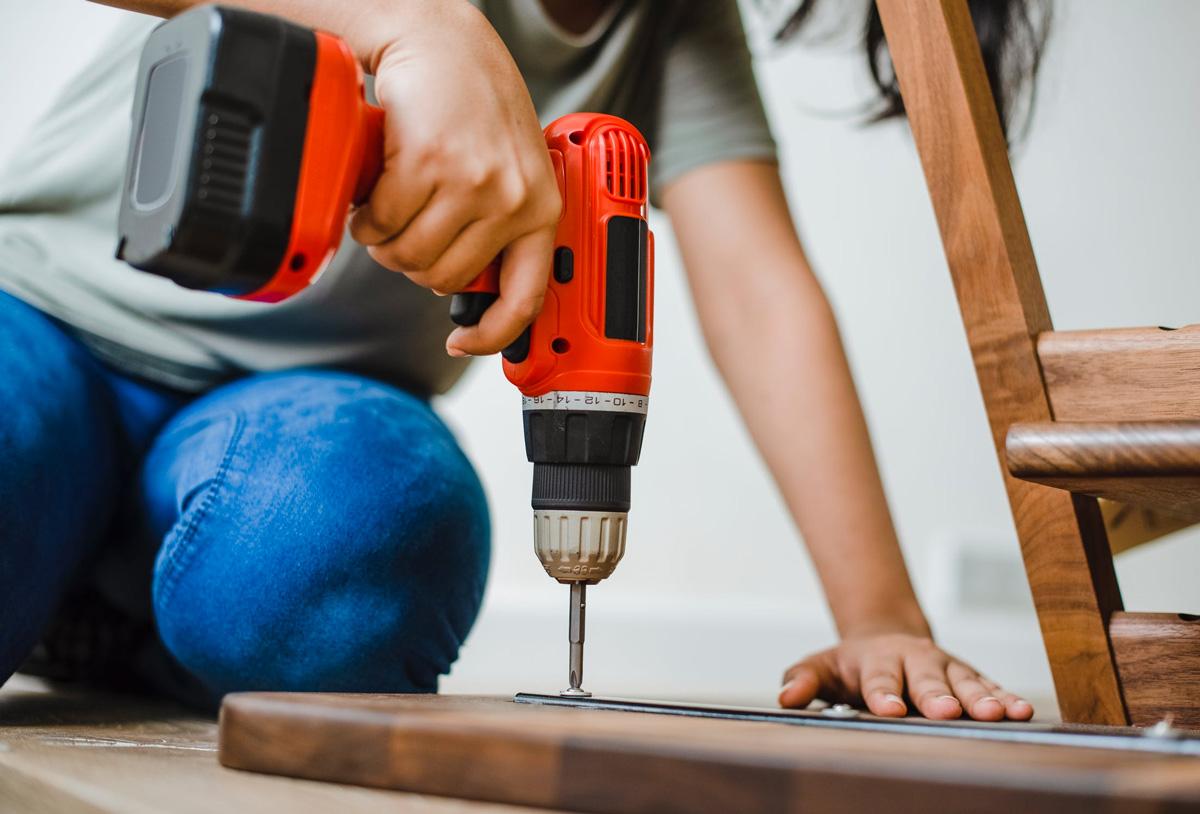 Met een handleiding schroef je de meeste meubels helemaal zelf in elkaar.