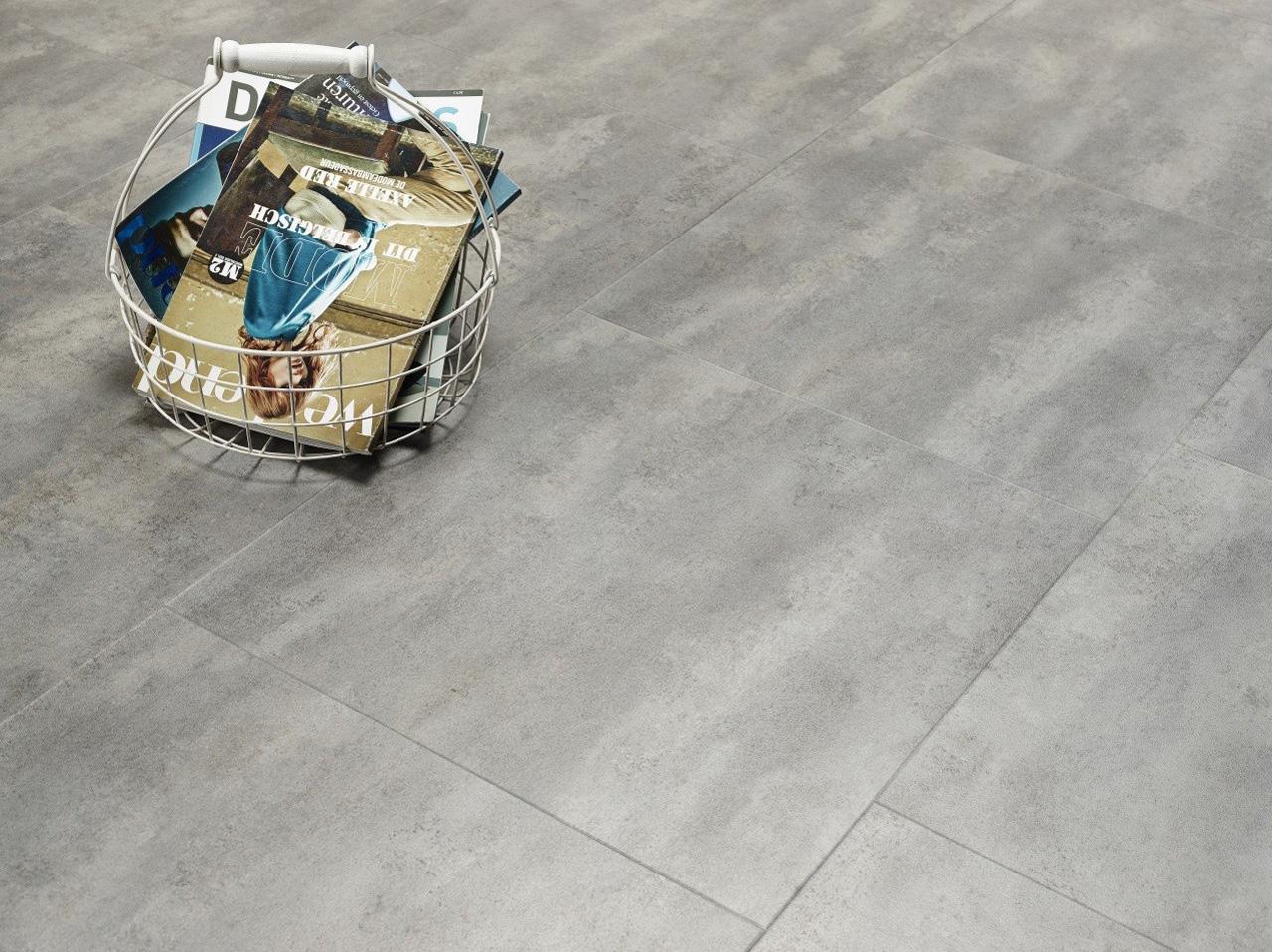 Strakke betonlook tegels van PVC.
