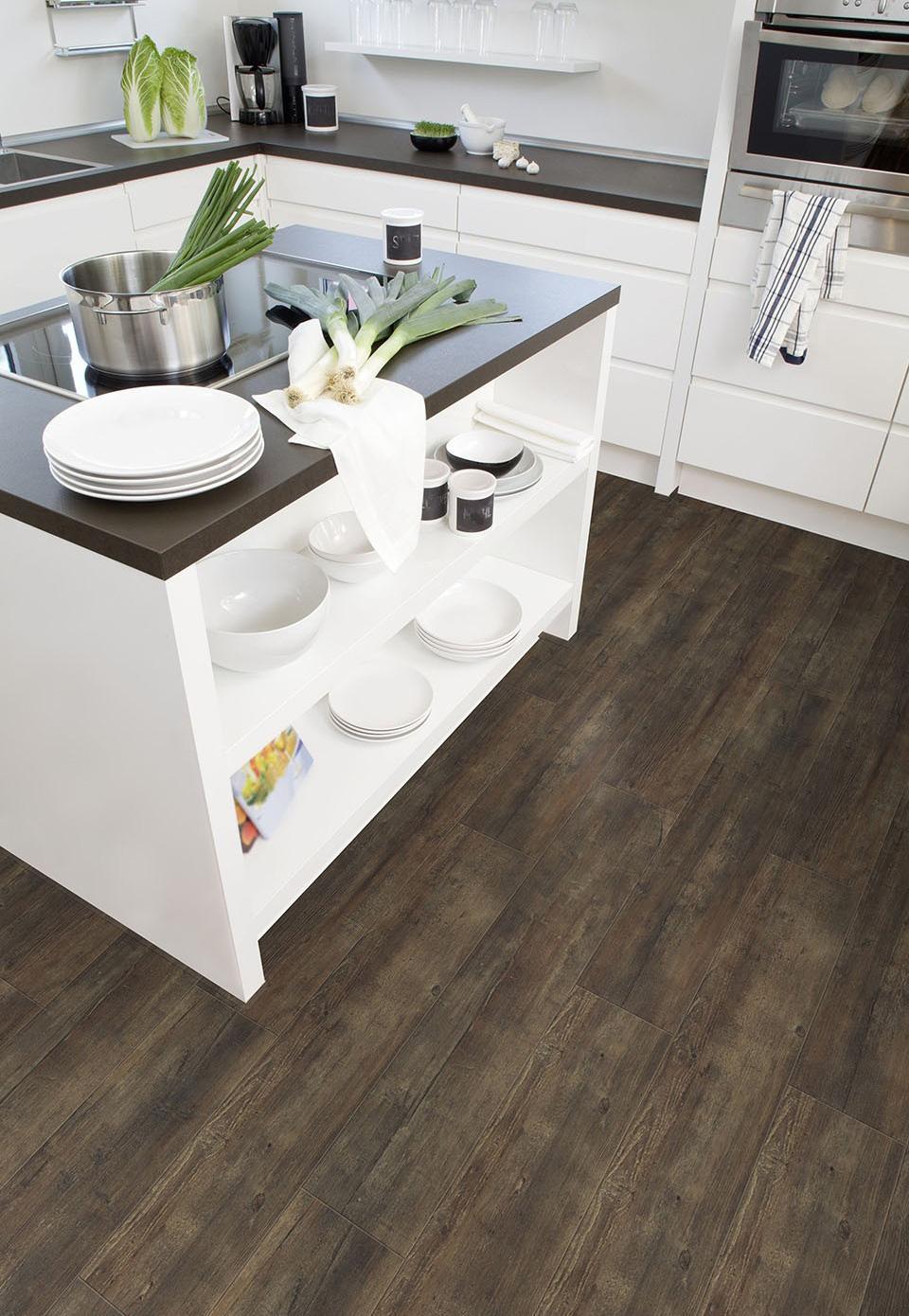 Donkere PVC vloer voor in de keuken.