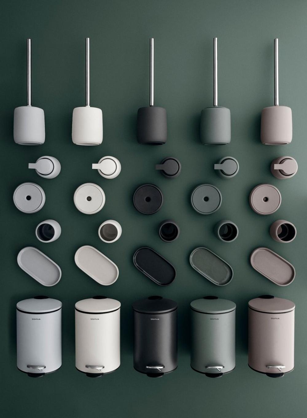 Kleurrijke accessoires voor op de wc van Blomus.