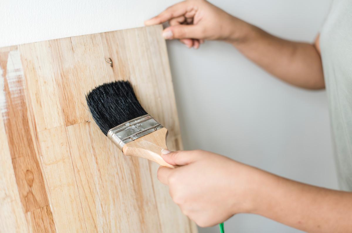 Heb je weinig kluservaring? Verven en lakken is één van de makkelijkste klussen in huis om zelf te doen!