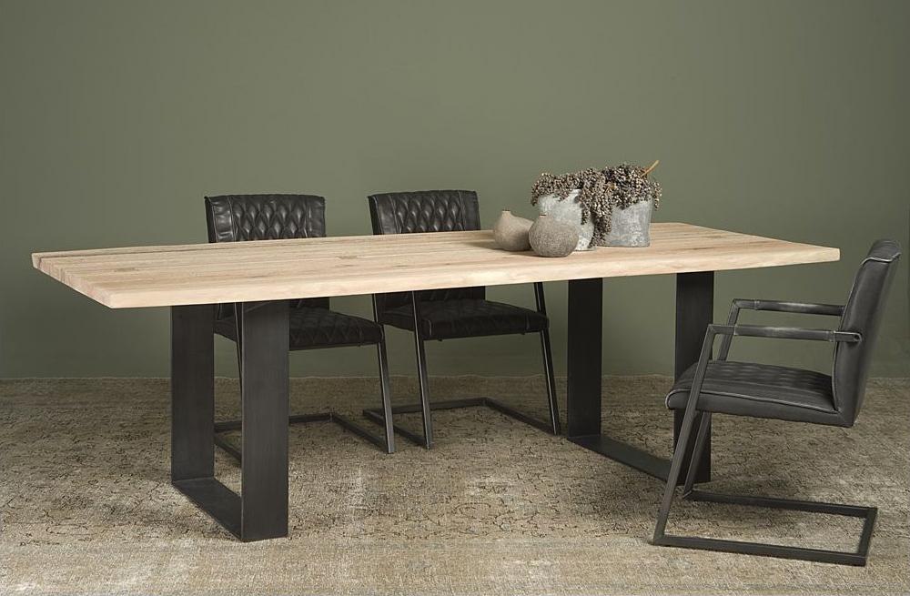 Moderne tafel, kloostertafel look, met onderstel van stalen schragen.