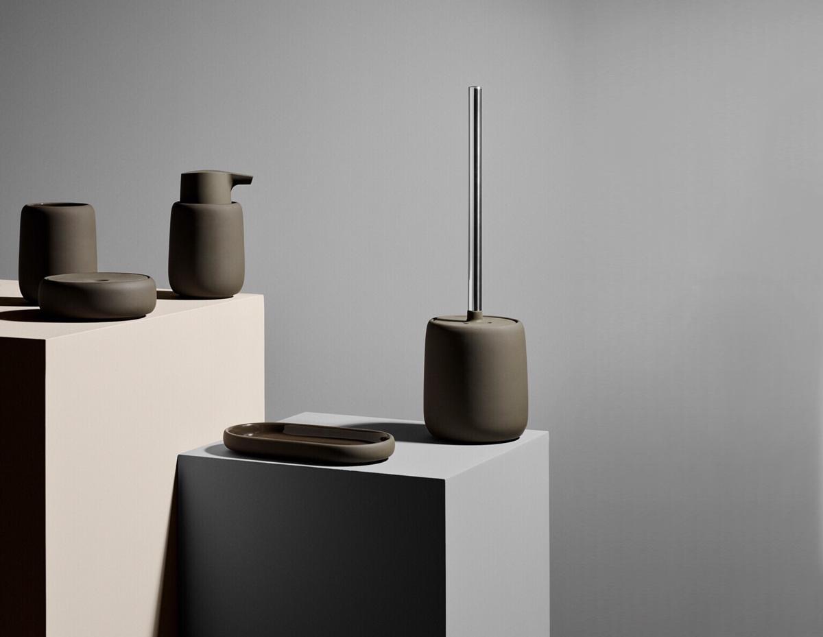 Toiletaccessoires in een warme bruine kleur van Blomus.