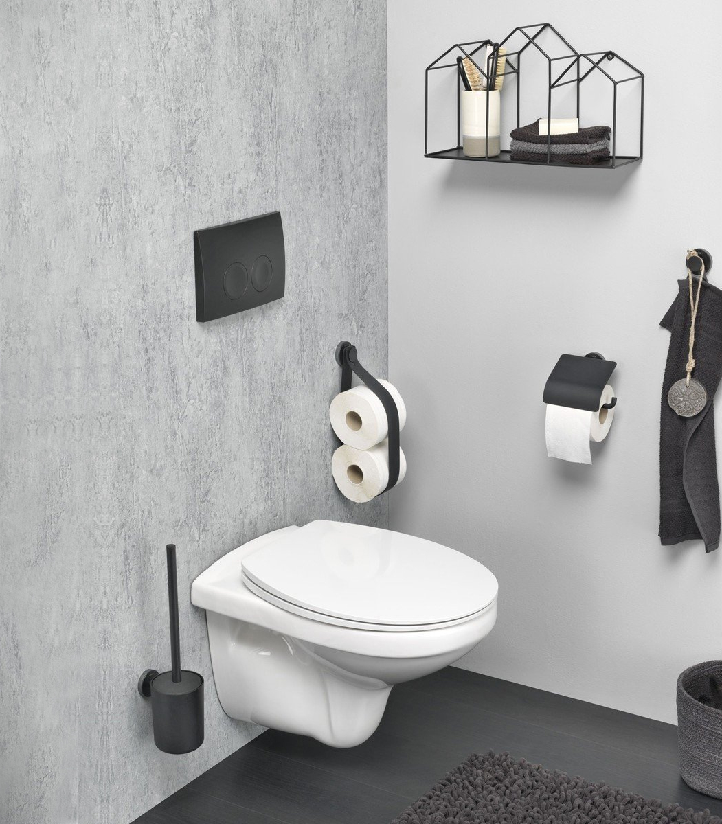 Mat, leder, staal en zwart: stoere accessoires voor op de wc.