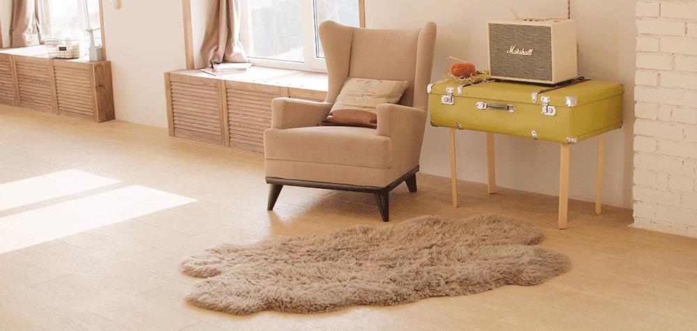 Zie je nog steeds hardnekkige vlekken of doffe plekken? Laat een speciaal bedrijf jouw vloer schoonmaken en je vloer krijgt weer een frisse uitstraling.