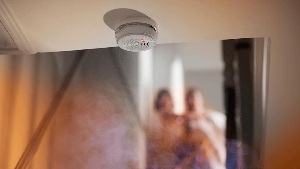 Het is niet alleen belangrijk om inbraak te voorkomen, maar het hebben van een rookmelder op elke etage is ook een eis!