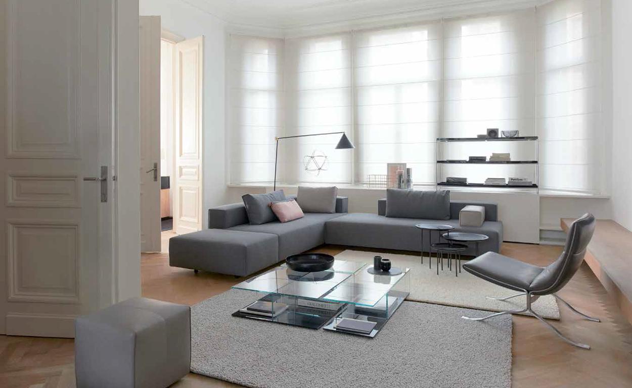 Kleine zithoek inrichten? Creëer ruimte met minimalistisch design. Eyye Cella, design Studio Tom Dissel.