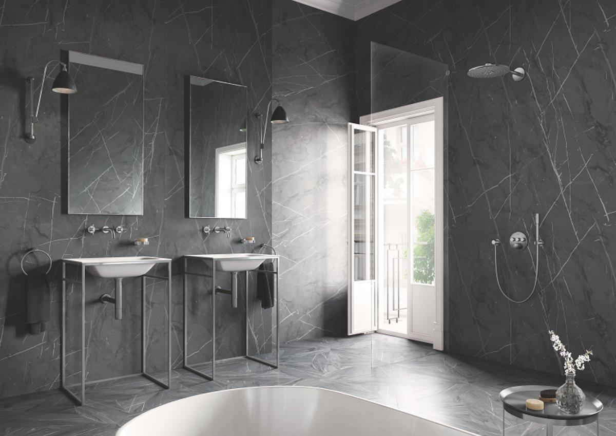 Donkere badkamer? Bad- en douchekranen in het nikkel zijn geweldig.