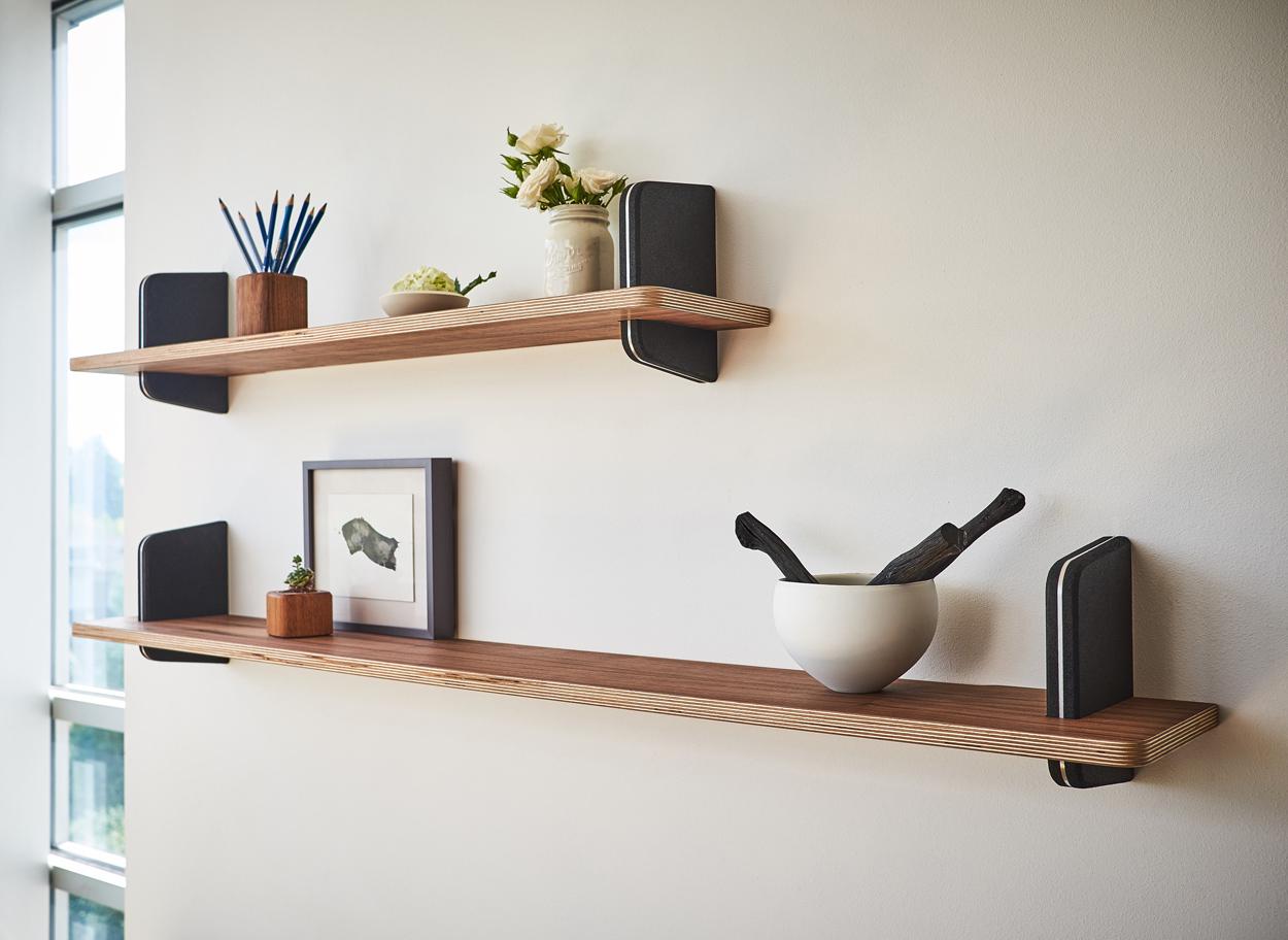 Decoreer muurplanken met bijzondere accessoires