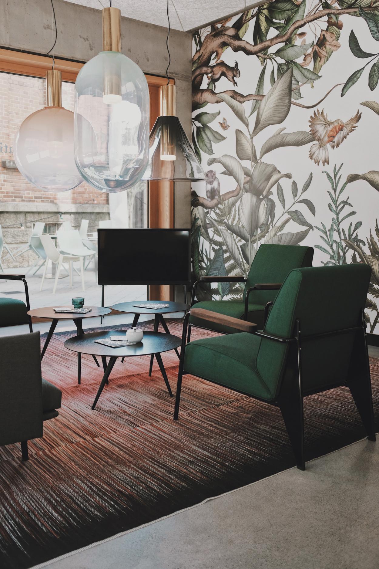 Trek je favoriete woonstijl letterlijk door naar de muur met een thematisch behang.